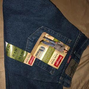 Wrangler Regular Fit Straight Leg Jeans